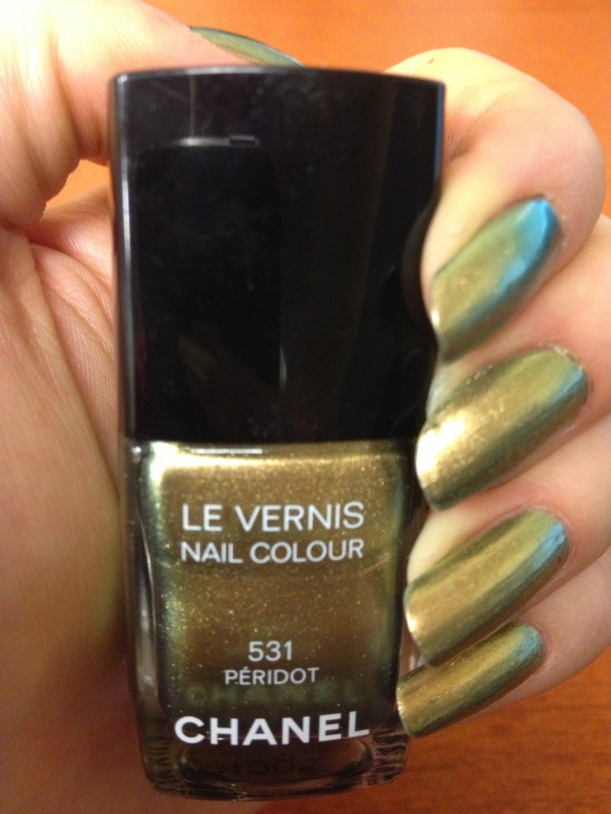 Chanel Peridot in Artificial daytime light.